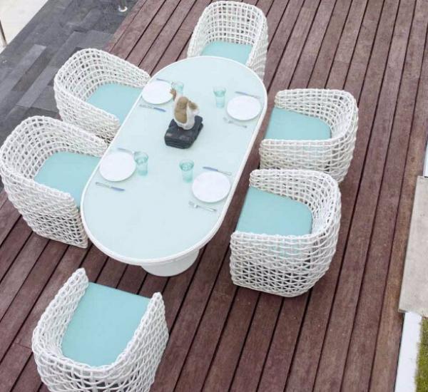 藤编餐桌椅